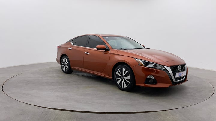 Nissan Altima-Right Front Diagonal (45- Degree) View