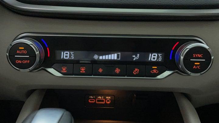 Nissan Altima-Automatic Climate Control