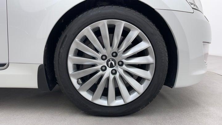 Hyundai Centennial-Right Front Tyre