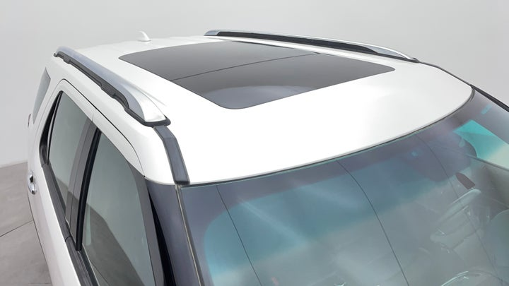 Ford Explorer-Roof/Sunroof View