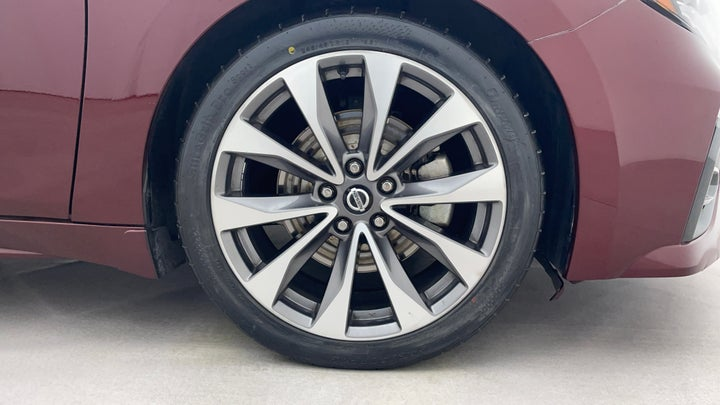 Nissan Maxima-Right Front Tyre