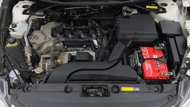 Nissan Altima-Engine Bonet View