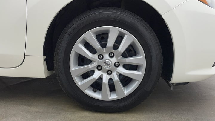 Nissan Altima-Right Front Tyre