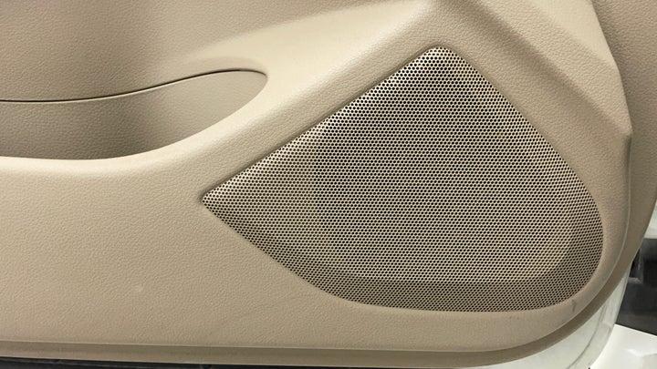 Nissan Altima-Speakers