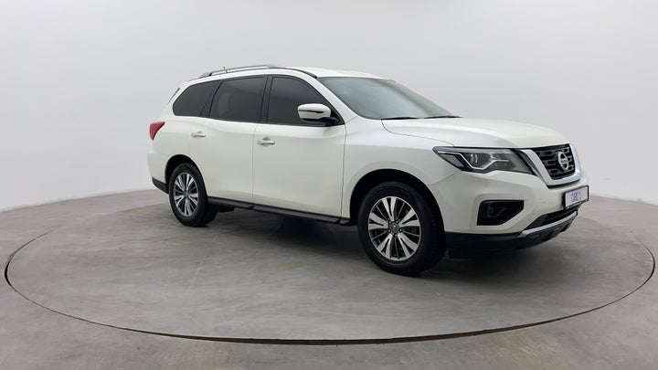 Nissan Pathfinder-Right Front Diagonal (45- Degree) View