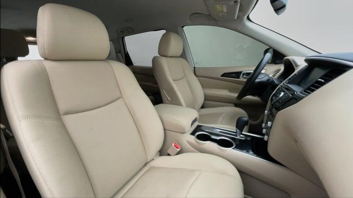 Nissan Pathfinder-Right Side Front Door Cabin View