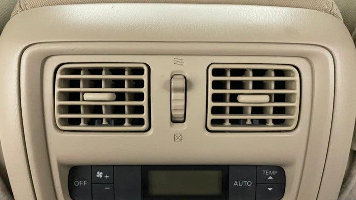 Nissan Pathfinder-Rear AC Vents