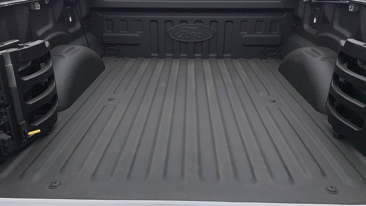 Ford F 150 RAPTOR-Boot Inside View