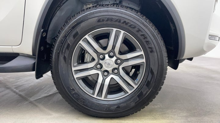 Toyota Fortuner-Right Front Tyre