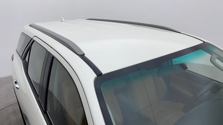 Toyota Fortuner-Roof/Sunroof View