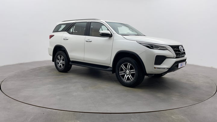 Toyota Fortuner-Right Front Diagonal (45- Degree) View