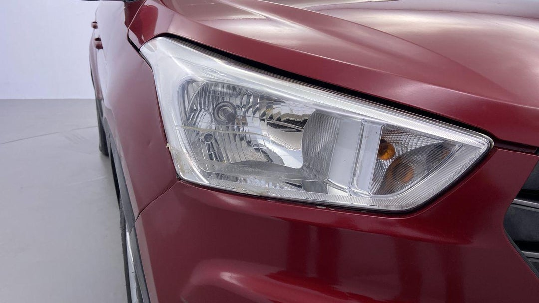 Right Head Lamp Heavy Scratch (1 to 3 inches)