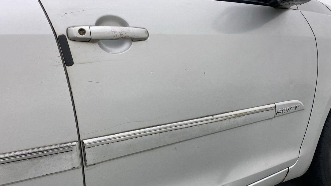 RIGHT FRONT DOOR MULTIPLE SCRATCHES (2 TO 3 INCHES)