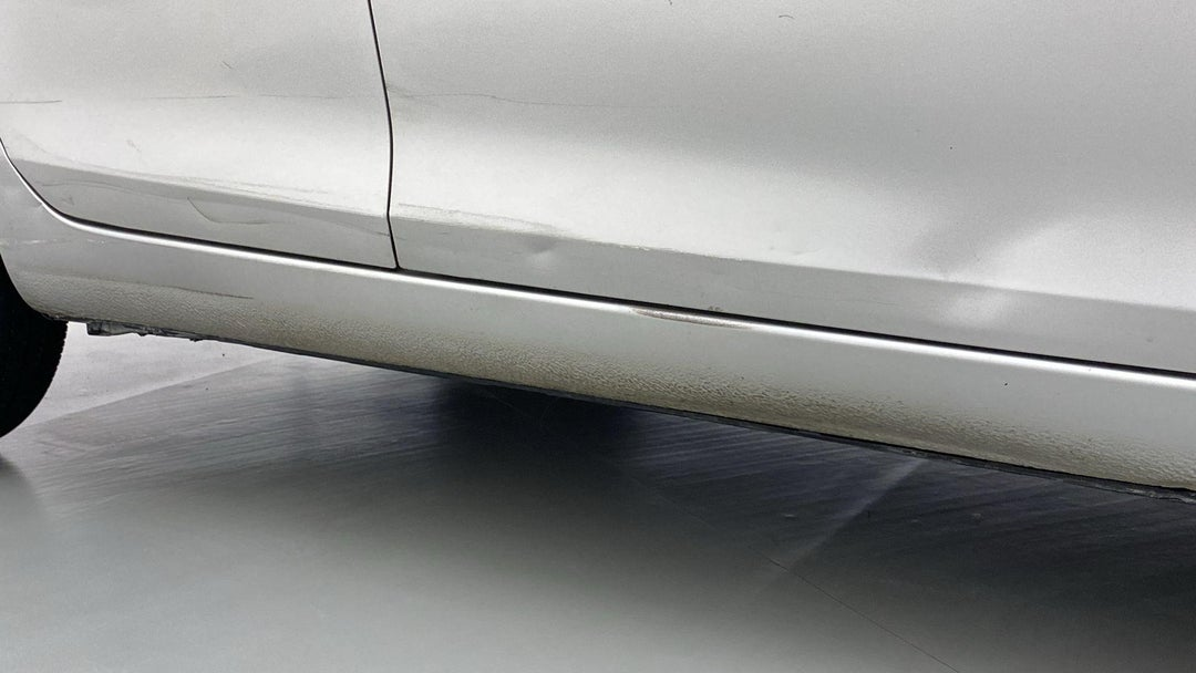 RIGHT ROCKER PANEL MULTIPLE SCRATCHES (4 TO 5 INCHES)