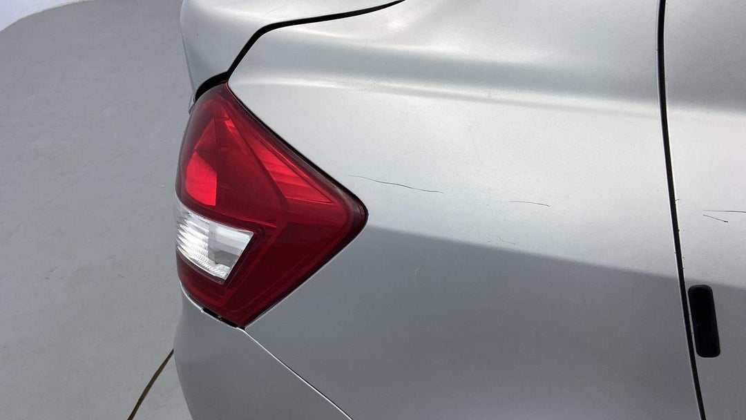 Right Qtr Panel Multiple Scratches Light
