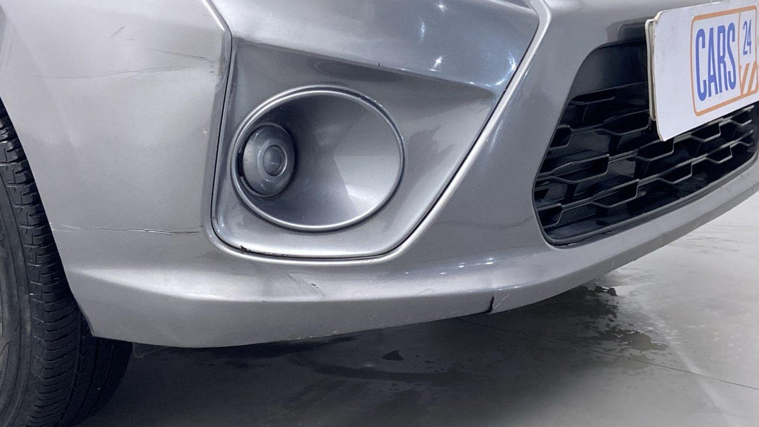 FRONT RIGHT BUMPER/COVER DAMAGE