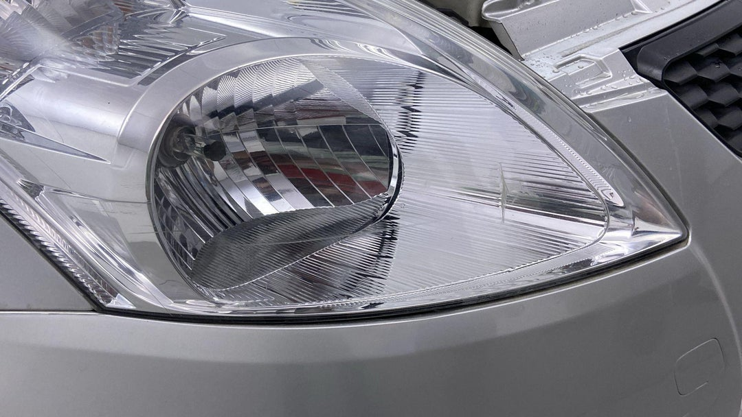 RIGHT HEAD LAMP SCRATCHED (1 TO 3 INCHES)