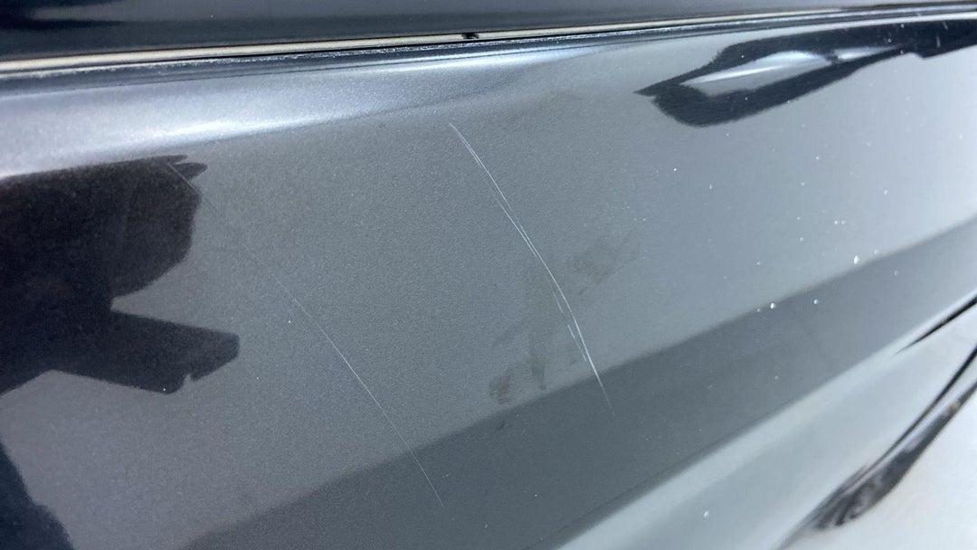 RIGHT FRONT DOOR HEAVY SCRATCH (1 TO 3 INCHES)