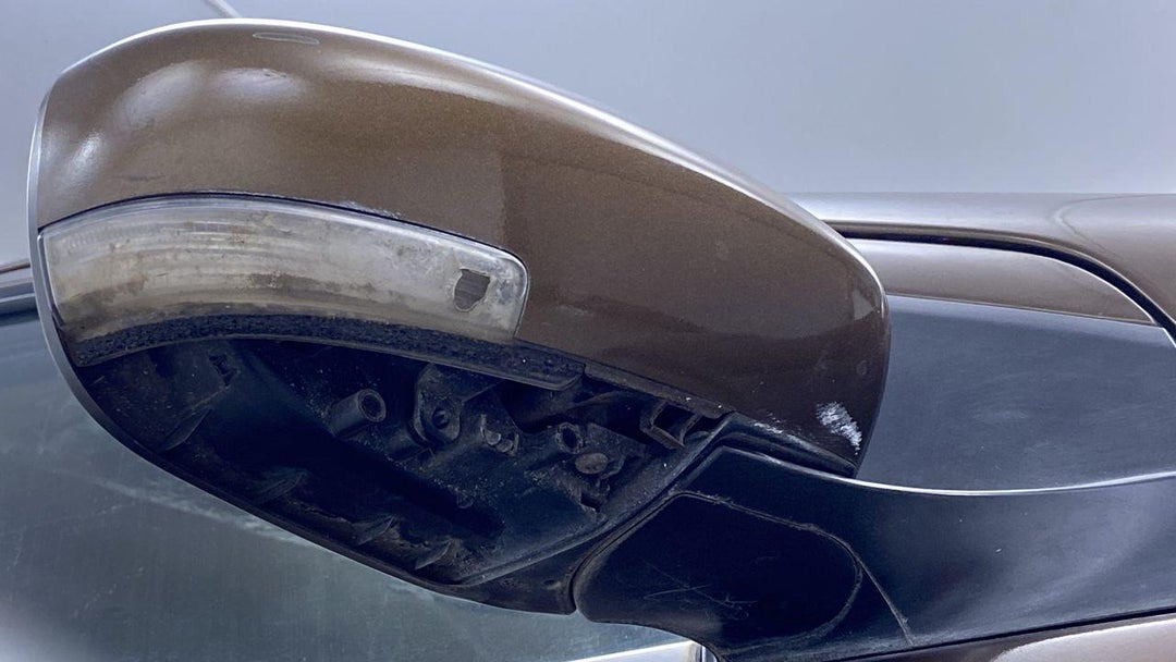 Right Front Mirror Housing Missing