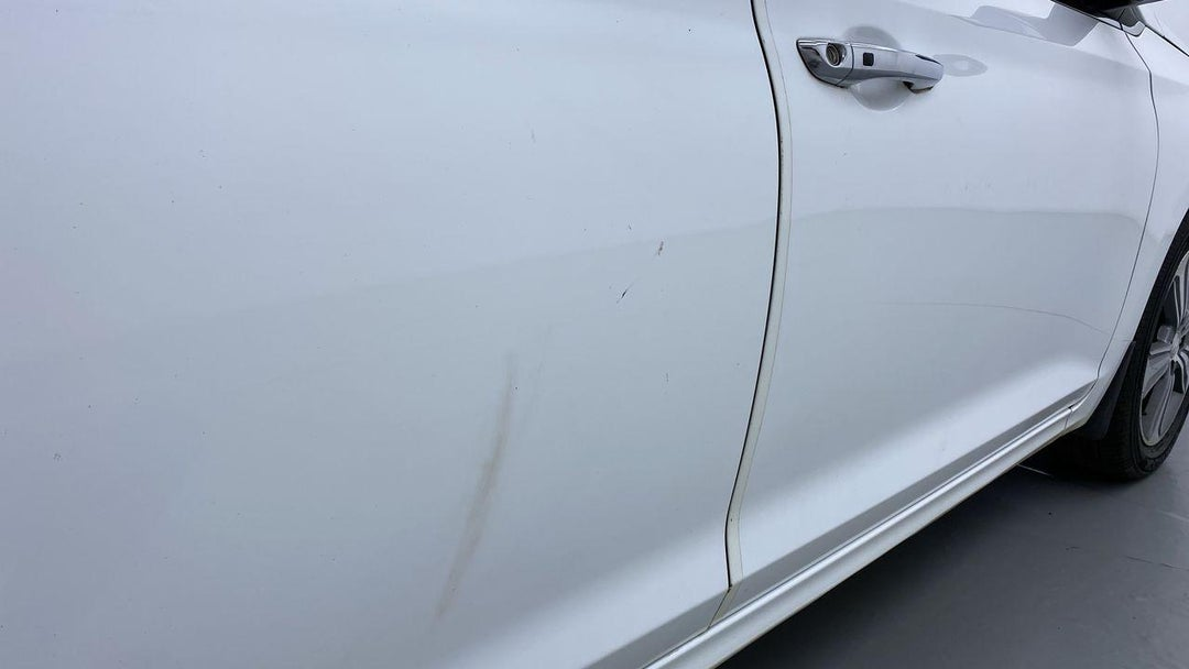 RIGHT REAR DOOR MULTIPLE SCRATCHES LIGHT (1 TO 3 INCHES)