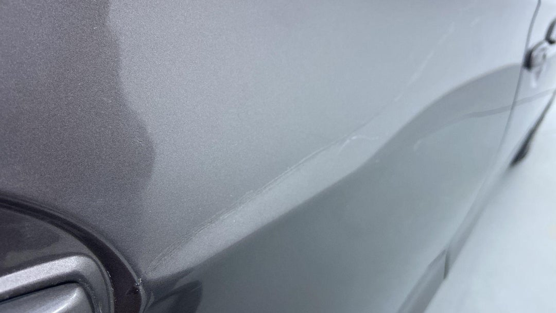 RIGHT REAR DOOR HEAVY SCRATCH (10 TO 11 INCHES)