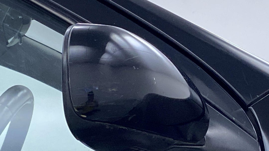 RIGHT FRONT MIRROR HOUSING MULTIPLE SCRATCHES LIGHT
