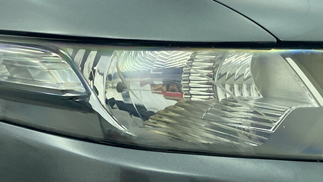 Right Head Lamp Multiple Scratches Heavy