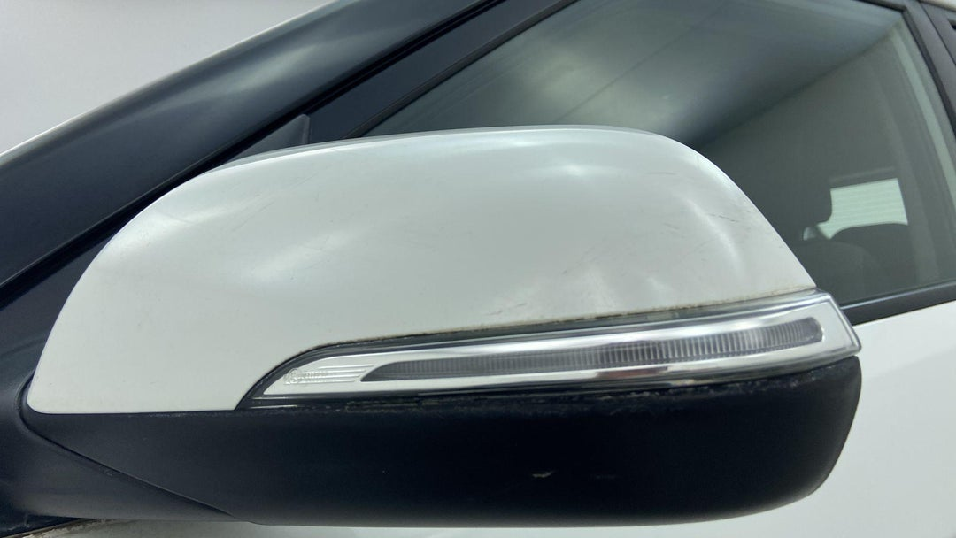 LEFT FRONT MIRROR HOUSING HEAVY SCRATCH (1 TO 3 INCHES)