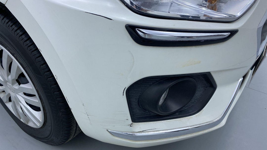 FRONT RIGHT BUMPER/COVER SCRATCHED