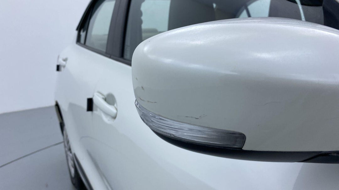 RIGHT FRONT MIRROR HOUSING SCRATCHED