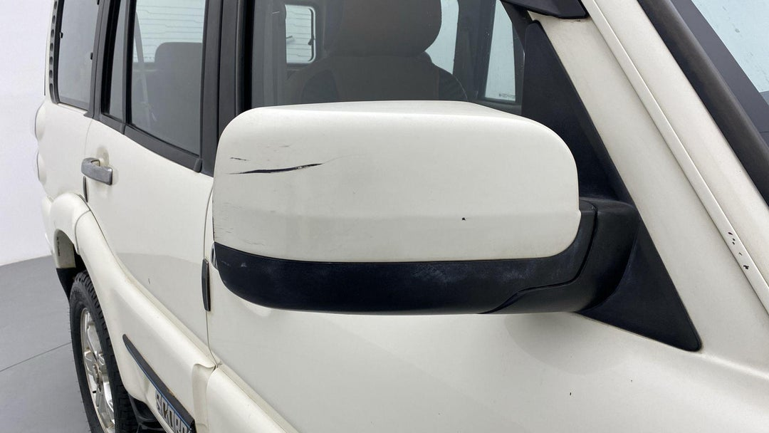 RIGHT FRONT MIRROR HOUSING LIGHT SCRATCH (2 TO 3 INCHES)