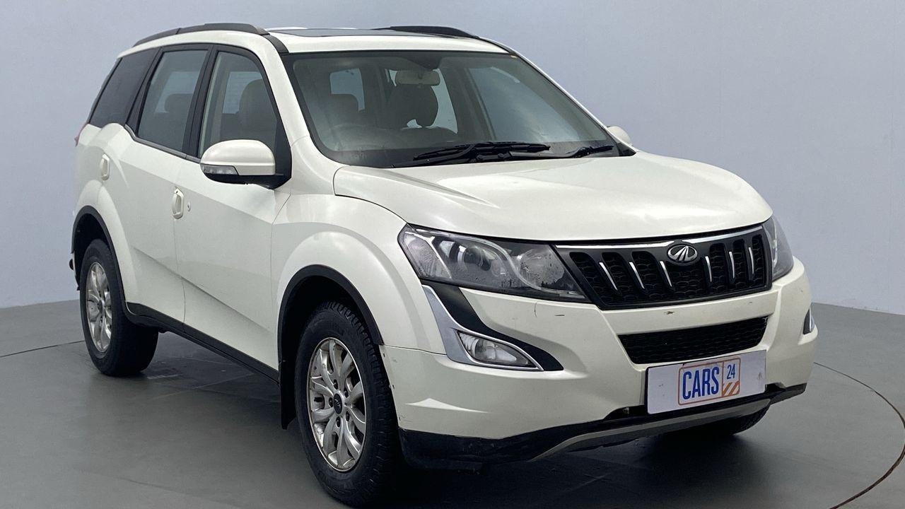 2018 Mahindra XUV500 W10
