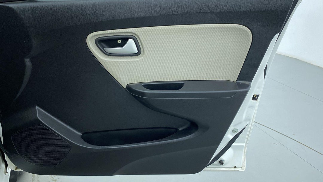 DRIVER SIDE DOOR PANEL CONTROLS