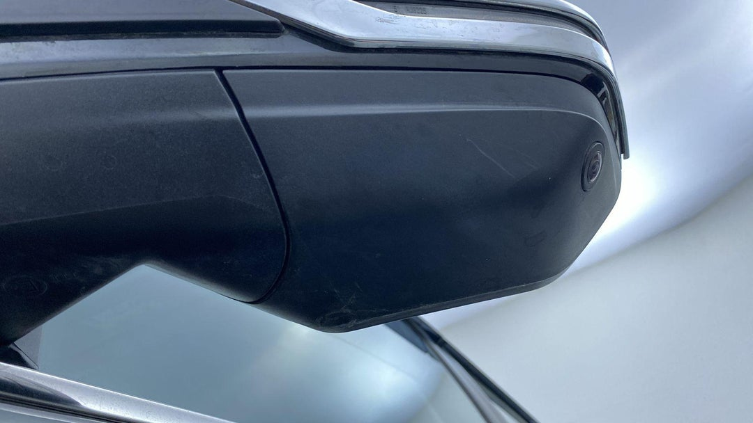 LEFT FRONT MIRROR HOUSING SCRATCHED