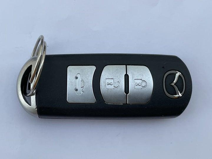 Mazda 3-KEY CLOSE-UP