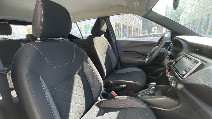 Nissan Kicks-RIGHT SIDE FRONT DOOR CABIN VIEW