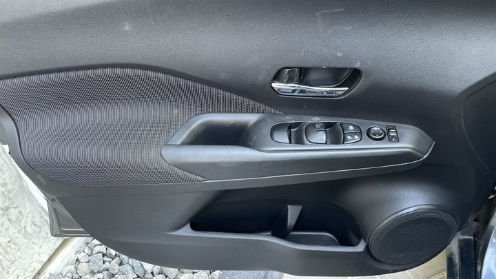 Nissan Kicks-DRIVER SIDE DOOR PANEL CONTROLS