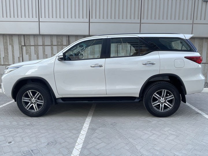 Toyota Fortuner-LEFT SIDE VIEW