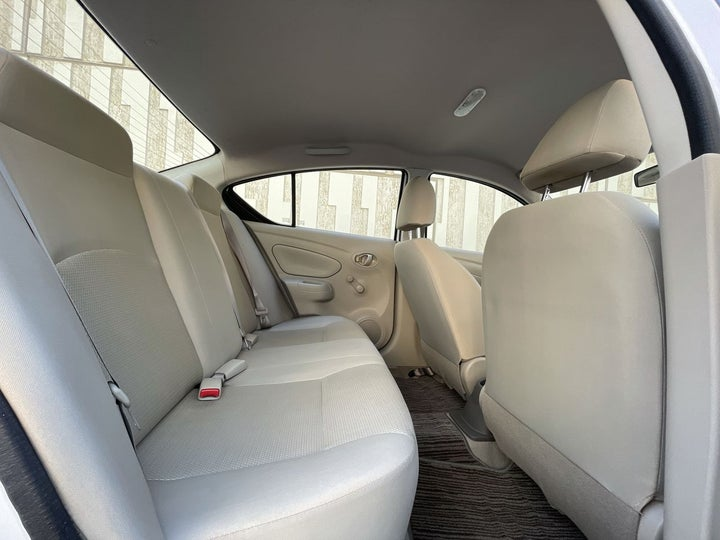 Nissan Sunny-RIGHT SIDE REAR DOOR CABIN VIEW