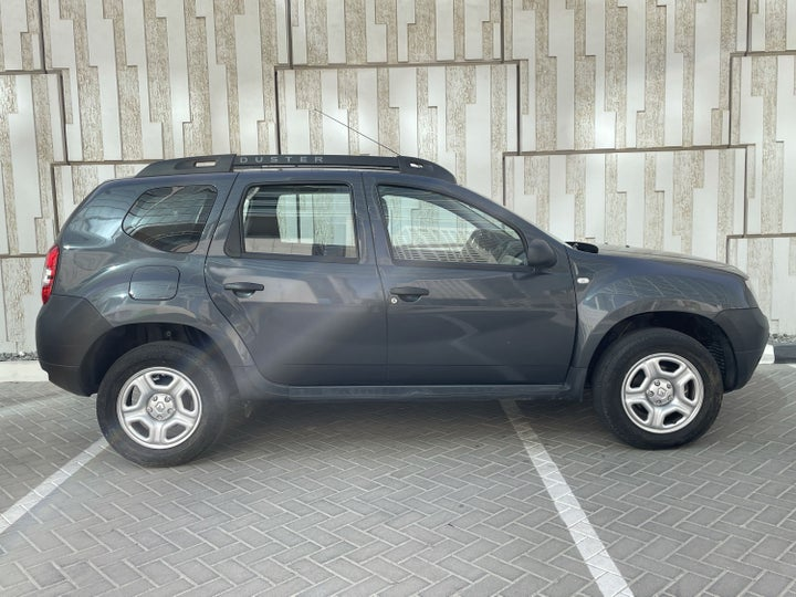 Renault Duster-RIGHT SIDE VIEW