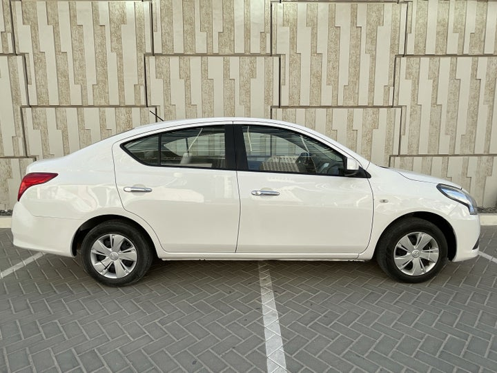 Nissan Sunny-RIGHT SIDE VIEW