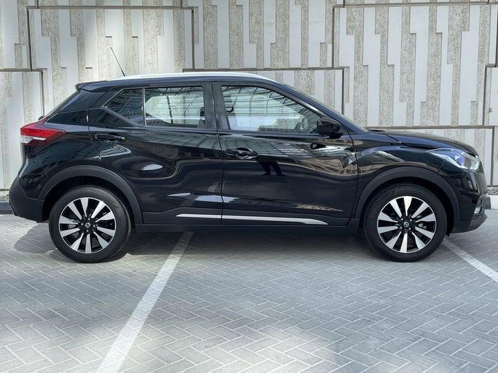 Nissan Kicks-RIGHT SIDE VIEW