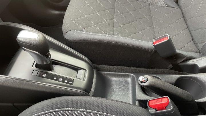 Nissan Kicks-GEAR LEVER