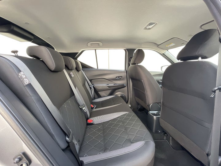 Nissan Kicks-RIGHT SIDE REAR DOOR CABIN VIEW