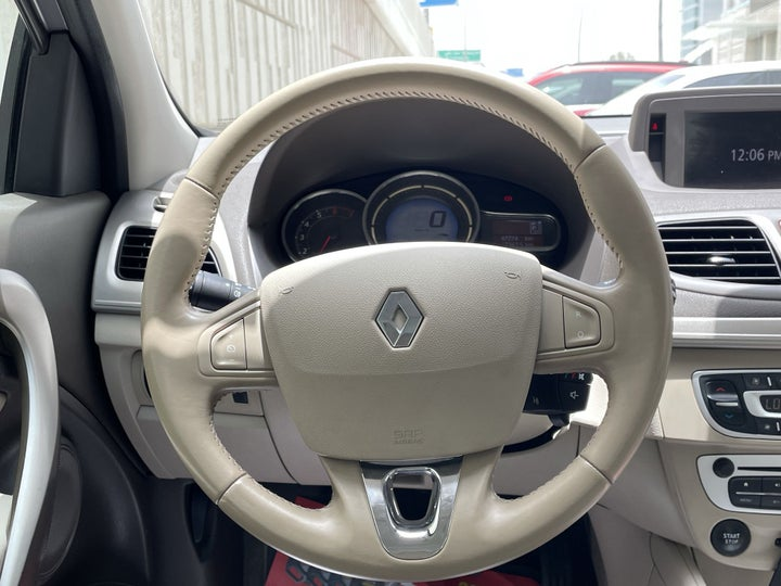 Renault Fluence-STEERING WHEEL CLOSE-UP