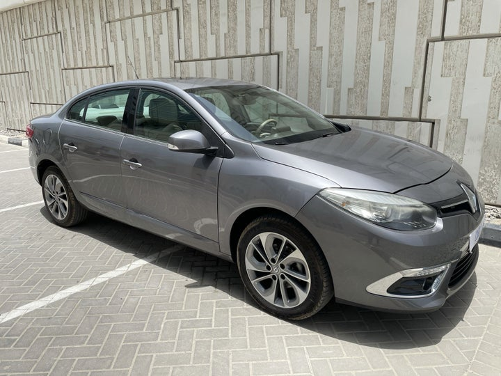 Renault Fluence-RIGHT FRONT DIAGONAL (45-DEGREE) VIEW