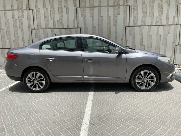 Renault Fluence-RIGHT SIDE VIEW