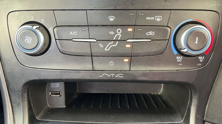 Ford Focus-AUTOMATIC CLIMATE CONTROL