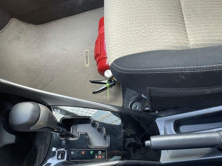 Toyota Yaris-GEAR LEVER