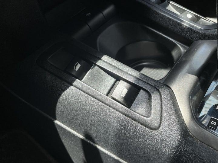 Peugeot 301-DRIVER SIDE DOOR PANEL CONTROLS